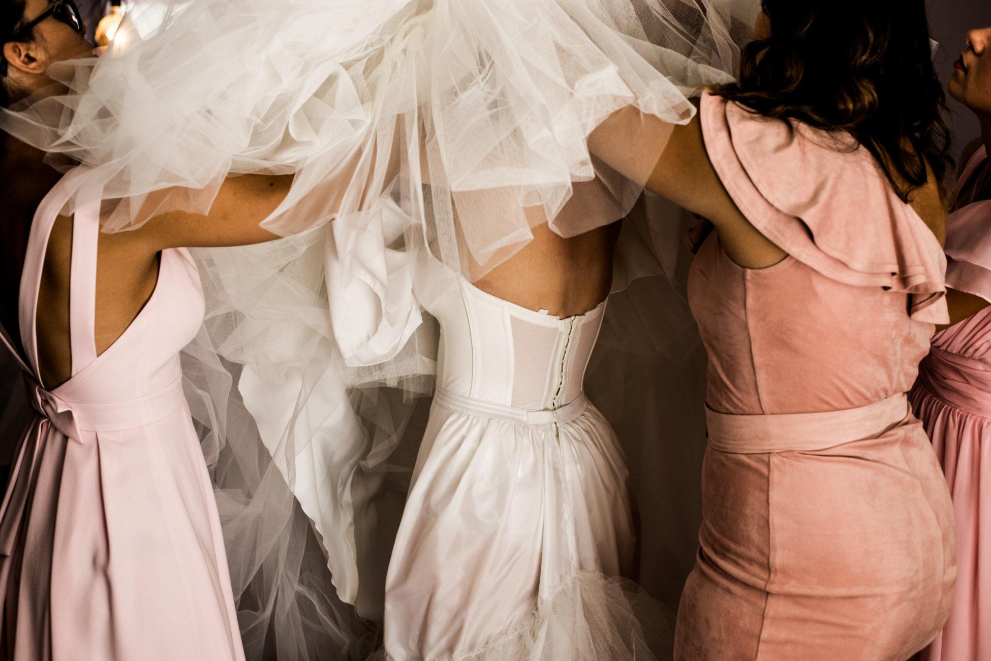 details de la mariee - preparatifs reportage de mariage seine et marne - photographe mariage lifestyle marne la vallee - photos de mariage laique - dalale shoeir photographe