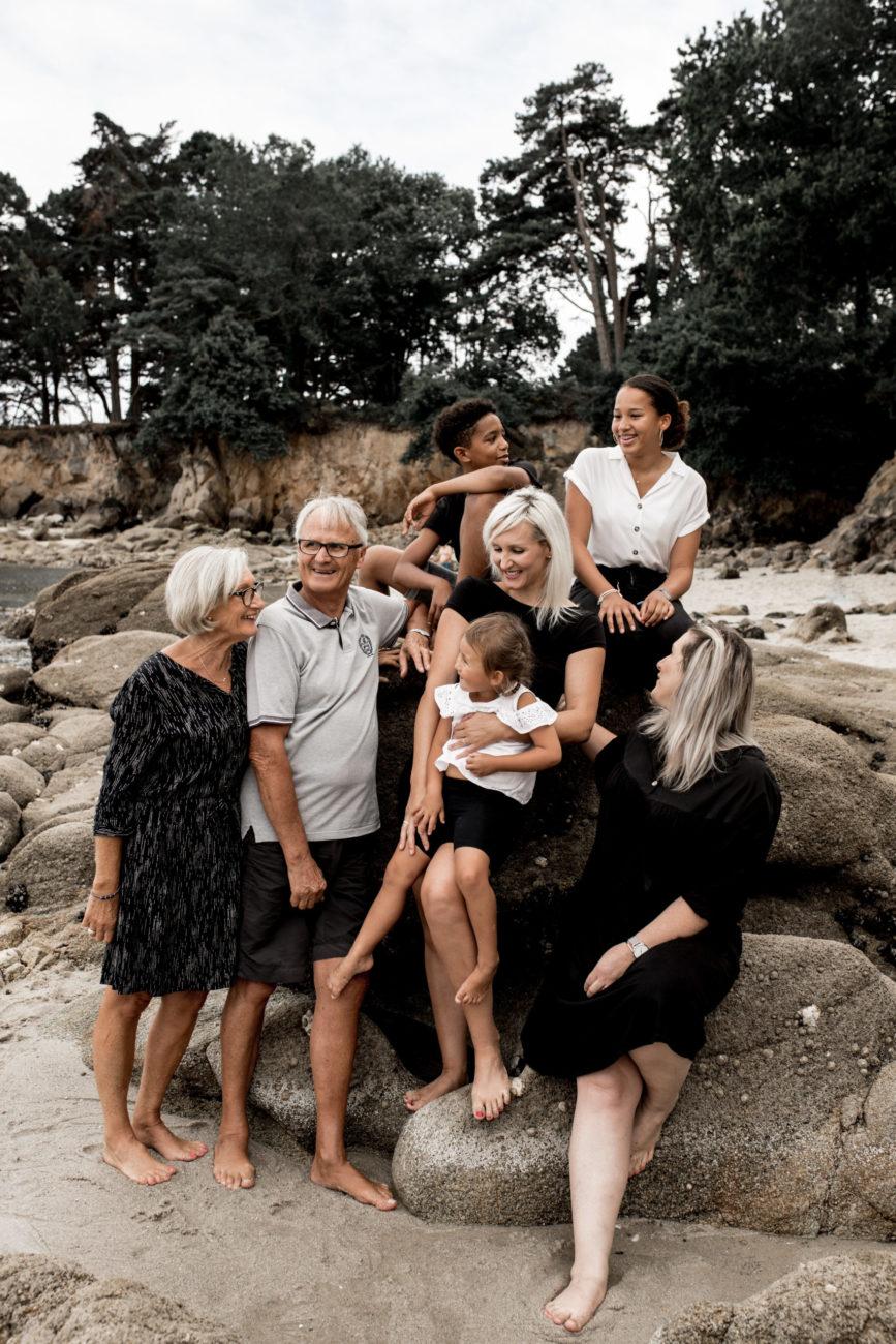 - photographe famille lifestyle marne la vallée - photographe lifestyle pontault combault - seances photo famille exterieur - reportage photos de famille au naturel - dalale shoeir photographe seine et marne