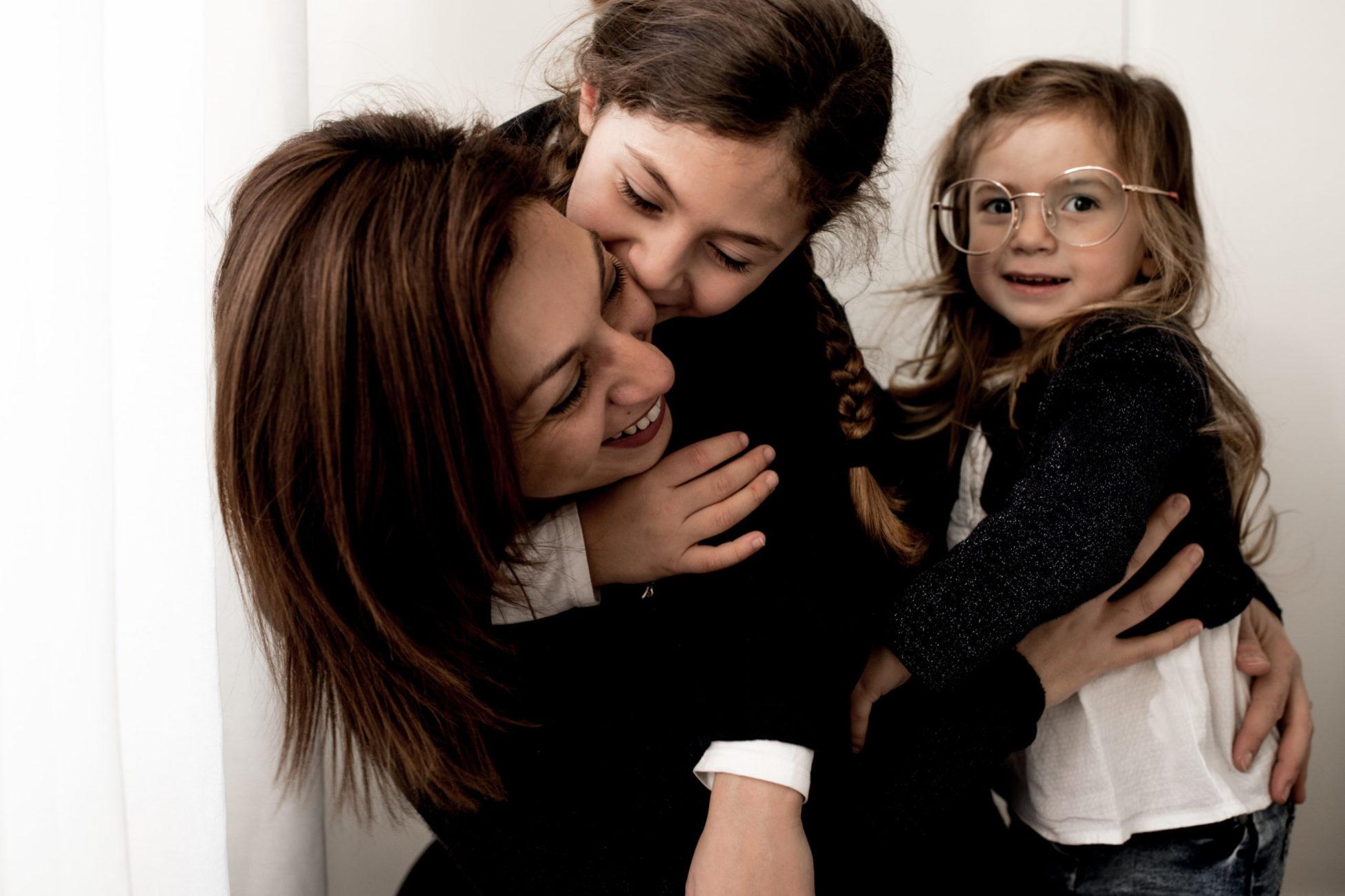 - Photographe Famille Lifestyle Pontault Combault - Paris - Ile de France - seance photo famille en interieur paris - seance photo famille a domicile - dalale shoeir photographe